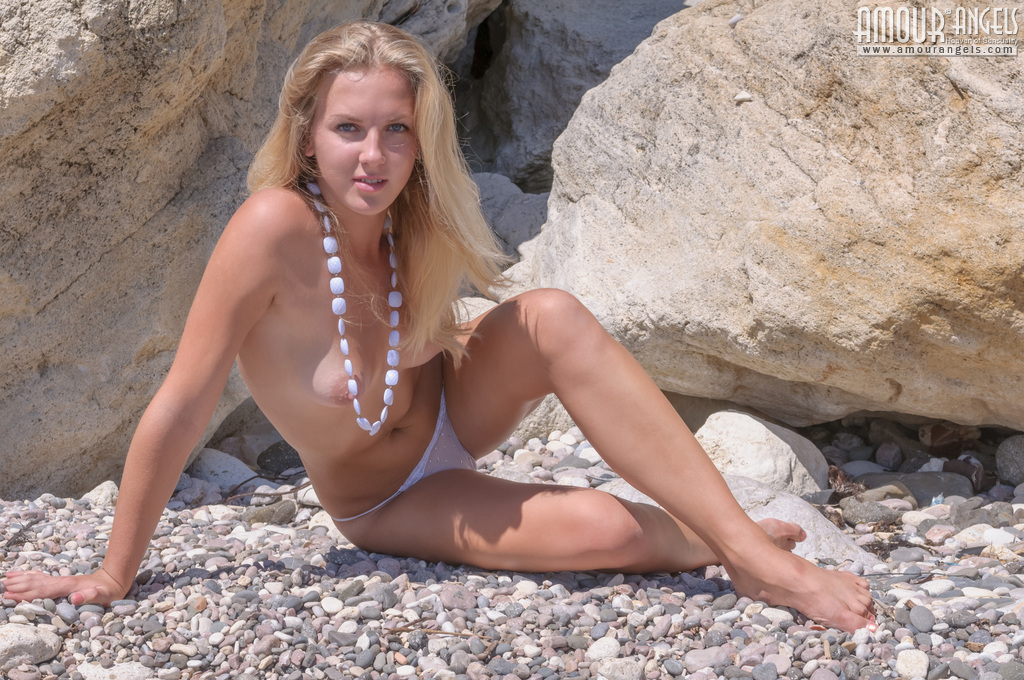 incredible-blonde-nude