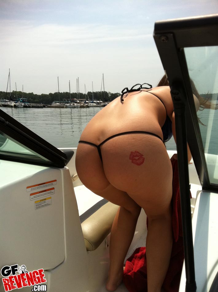 Hot ass real ex fucked on a boat in this hot outdoor fuck picset